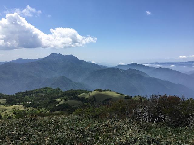 瓶ヶ森から眺める石鎚山